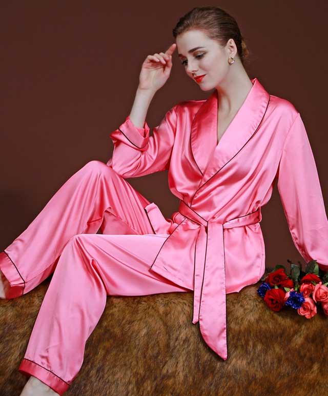 мягкая шелковая пижама