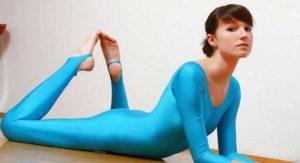 спортивный костюи из эластомерных волокон