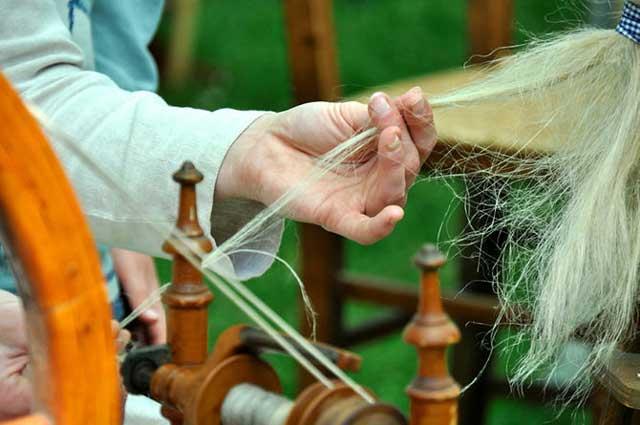 ручное формирование пряжи из конопли