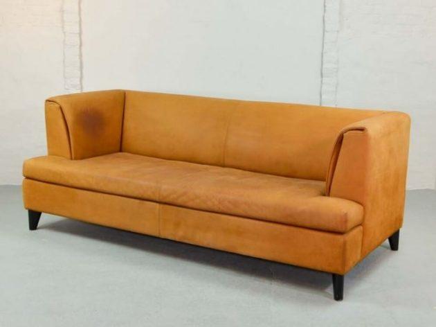 диван с обивкой из нубука