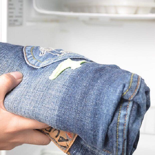 Как эффективно убрать жвачку с джинс