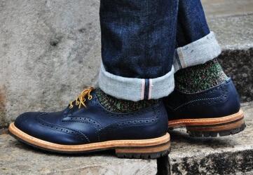 ботинки и джинсы с подворотами